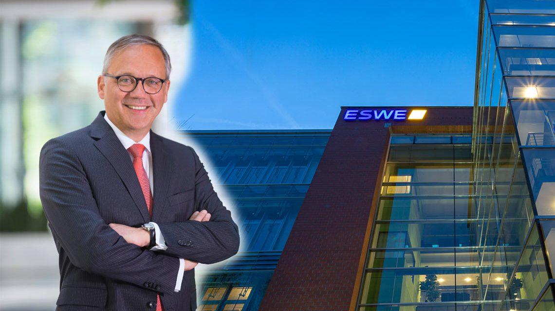 """Fotomontage: Ralf Schodlok: """"Megadeal zwischen RWE und E.ON hat für ESWE-Kunden keine Auswirkungen"""" ©2017 ESWE Versorgung"""