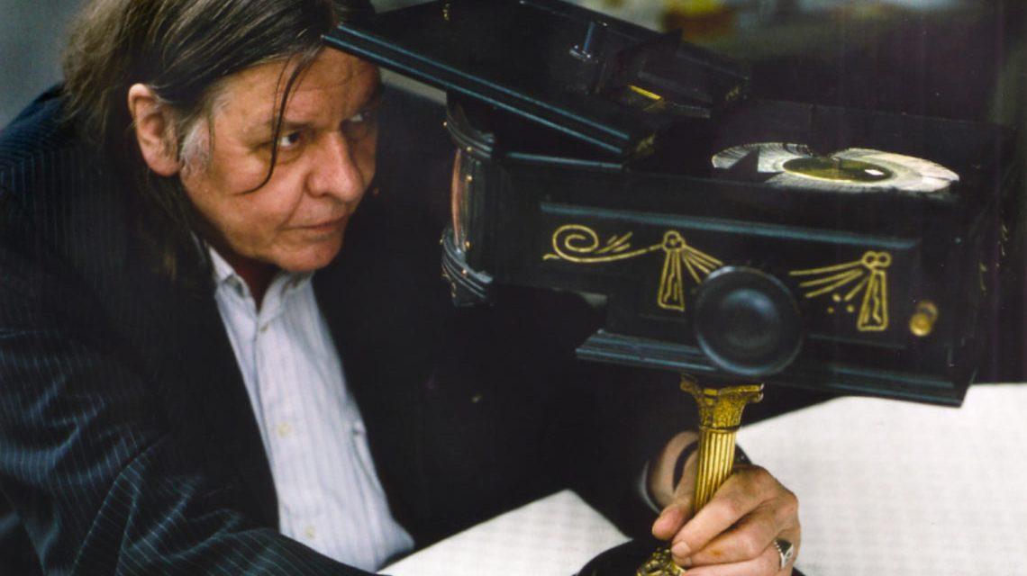 """Der Film """"Werner Nekes – Das Leben zwischen den Bildern"""" zeigt einen Querschnitt von Nekes Filmwerk und führt einige besondere Schätze aus seiner Sammlung vor."""
