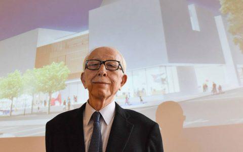 Der Japanische Prof. Maki stellt seinen Entwurf fürs Kunstmuseum im Rathaus Wiesbaden vor. ©2017 Joachim Sobek
