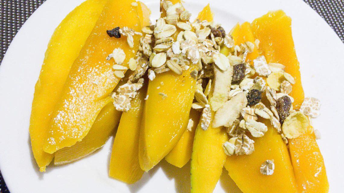 Mango-Streifen mit Müsli, ein leckerer gesunder Start in den Tag. ©2017 Marco Verch / Flickr