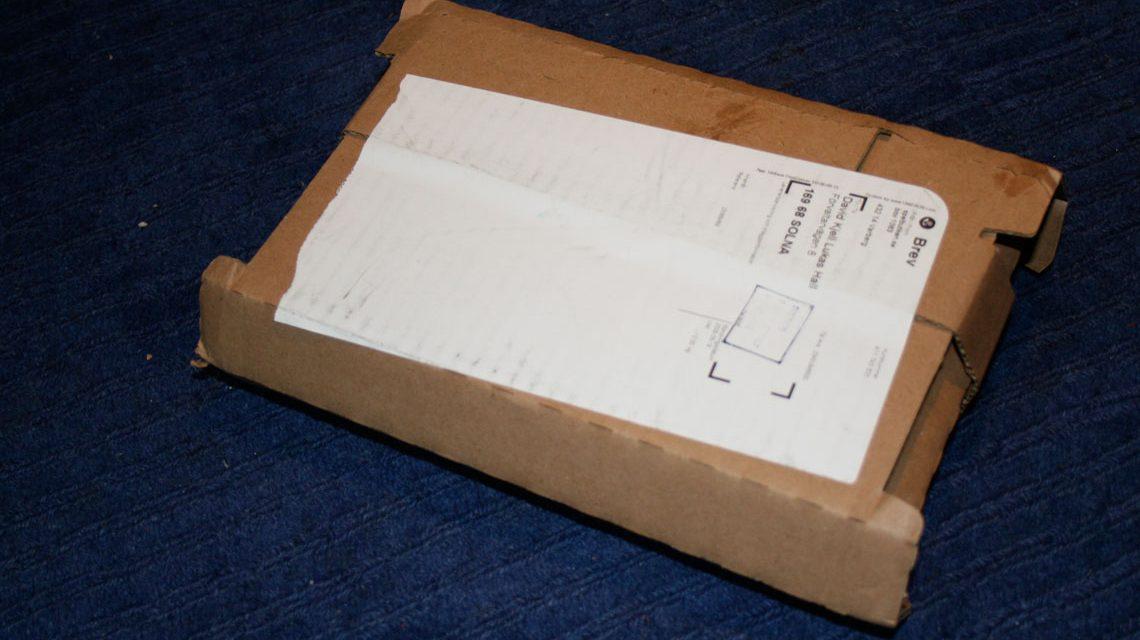 Verdächtiges Paket -Paketzustellung ©2017 David Hall / Flickr