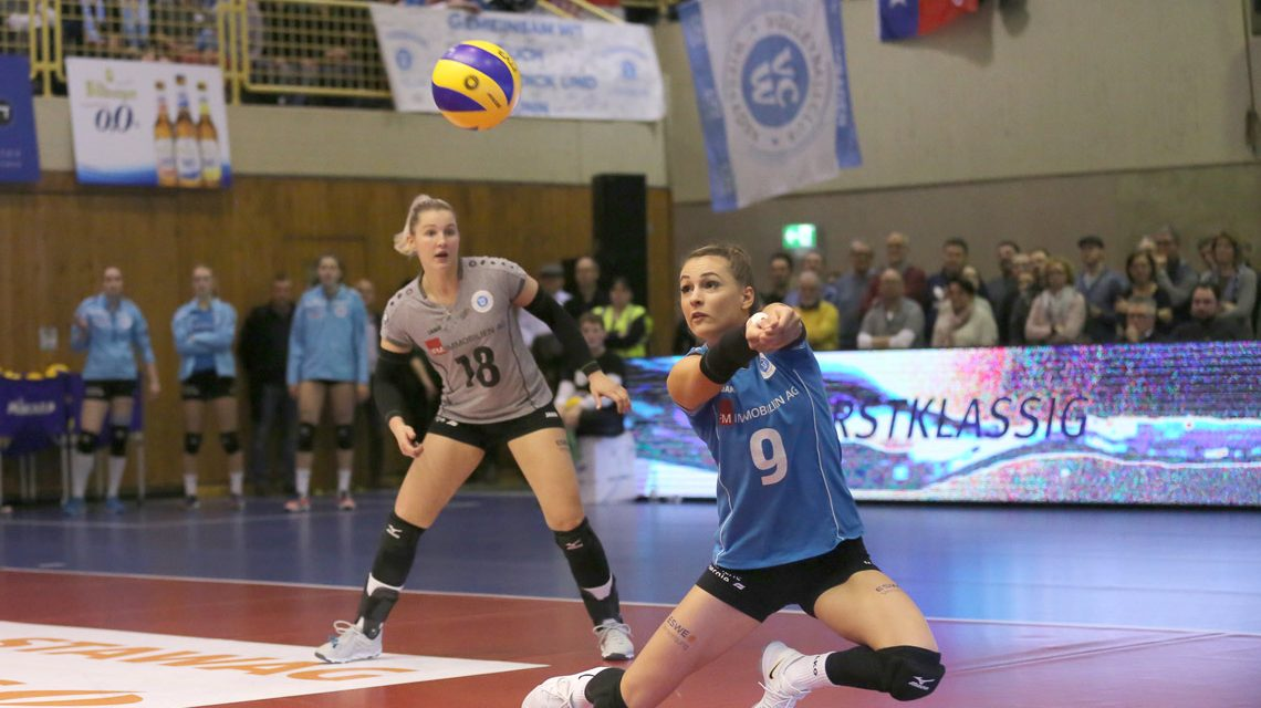 anden wir ihre Teamkolleginnen nicht ins Spiel: Dora Grozer (re.) und Lisa Stock ©2017 Detlef Gottwald