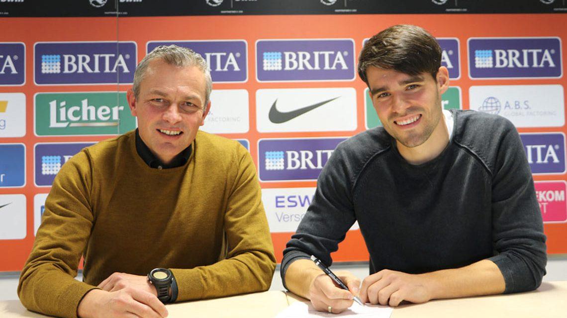 Freuen sich über die Vertragsverlängerung (v. l.): SVWW-Sportdirektor Christian Hock und Sascha Mockenhaupt. © 2017 SVWW