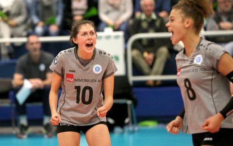 Irina Kemmsies feuert Ihre Mitspielerinnen an. @2017 Detlef Gottwald