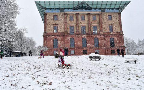 """In den frühen Morgenstunden des 1. Advent at es angefangen zu schneien. Ein Tag im Schnee wurde so für viele zu einem """"must"""". ©2017 Volker Watschounek"""