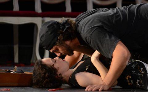 """Ion Hotea und Heather Engebretson in """"Cosi van tutte"""" am Hessischen Staatstheater. ©2018 Karl Monika Forster"""