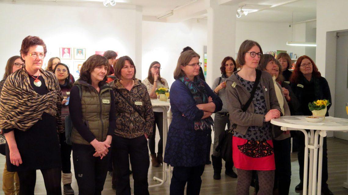 Interessierte Wiesbadenerinnen im Frauenmuseum. ©2018 Bündnis 90/Grüne