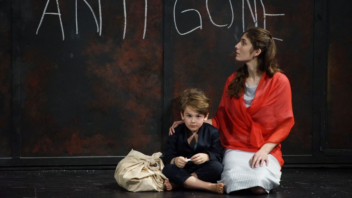 Elias Taapken, Mira Benser in Die Antigone des Sophokles ©2018 Karl & Monika Forster