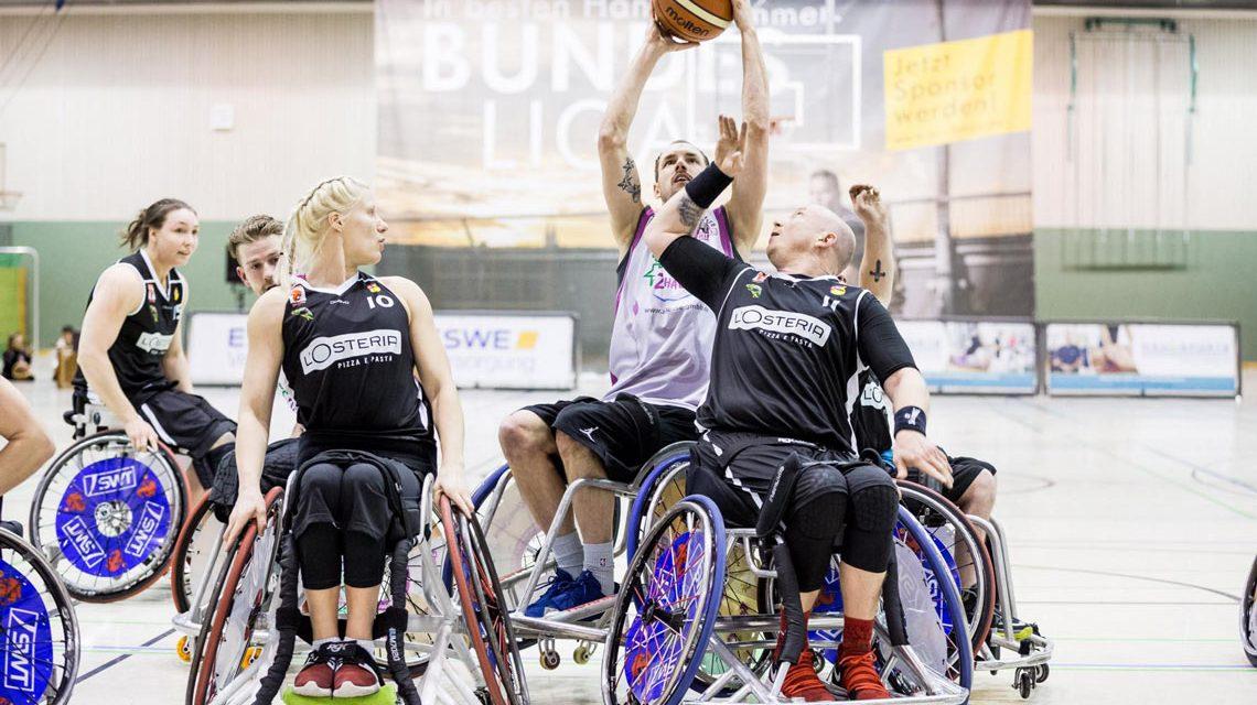 Andre Hopp setzt sich gegen die Trierer Diana Dadzite (links) und Dirk Passwian (rechts) durch. ©2018 Steffie Wunderl.jpg