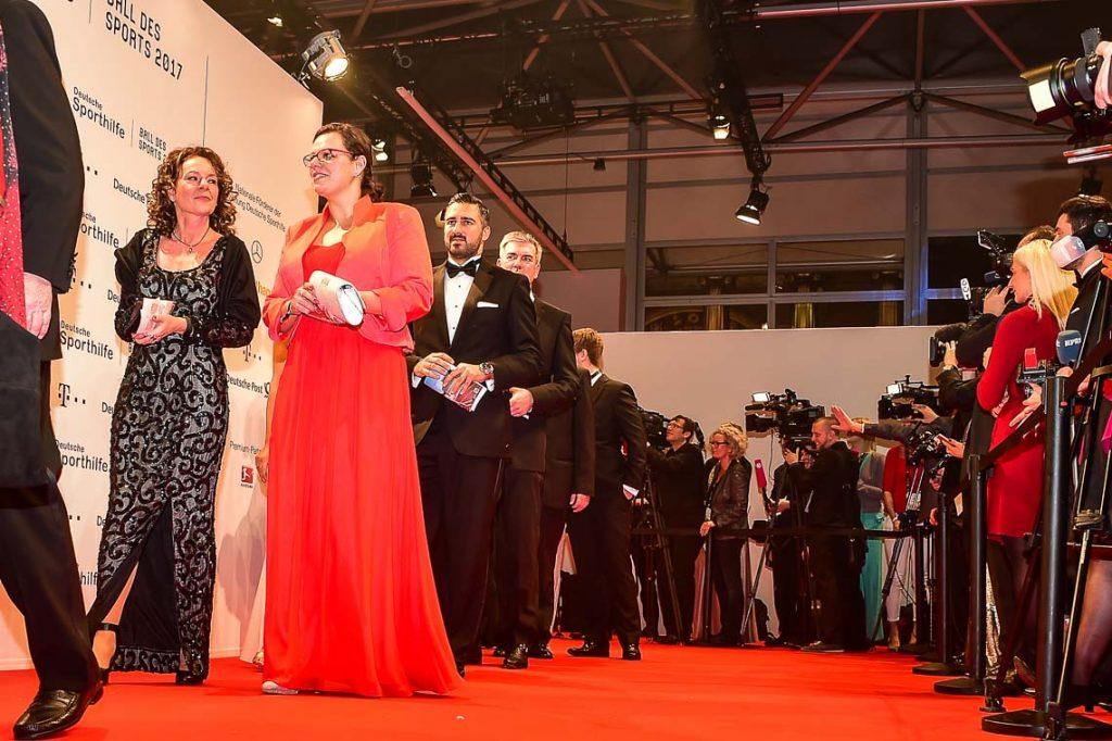 Die Gastgeber Dr. Michael Ilgner, Franziska van Almsick und Werner E. Klatten. ©2017 Volker Watschounek