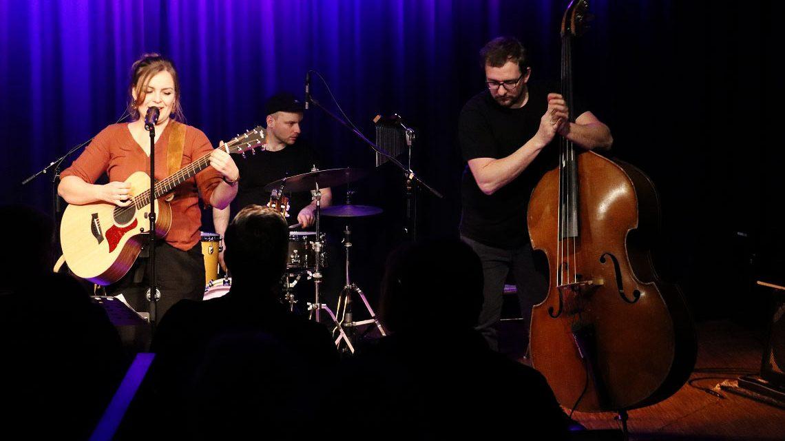 Die band Fee Badenius begeistert und inspiriert das Publikum im Thalhaus. ©2018 Carsten Simon.