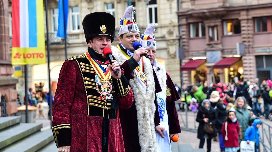 Wiesbadens Karnevalisten stürmen das Rathaus