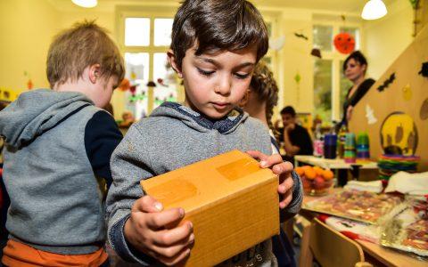Kinder spielen Einkaufen ... in der Kita Heßloch. @2018 Volker Watschounek