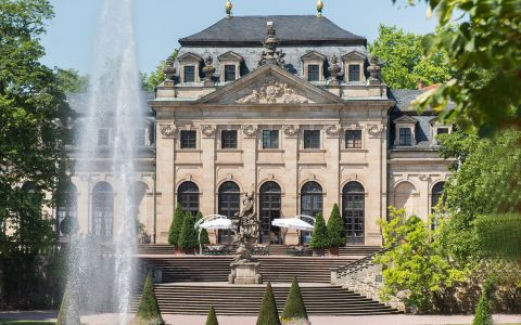 Der Schlossgarten mit der Orangerie - grüne Oase im Herzen der Stadt Der Schlossgarten ist bei Besuchern wie bei Bewohnern Fuldas gleichermaßen beliebt. ©2018 Volker Watschounek