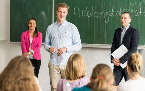 Viele Jugendliche verlassen die Schule ohne konkreten Berufswunsch – Ausbildungsbotschafter unterstützen sie dann. ©2018 Ken Adolph Släter