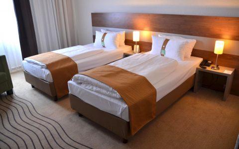 Standardzimmer für zwei Personen. ©2018 Torsten Maue / Flickr / Hotel HolidayInn Berlin City East