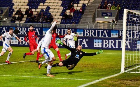 Der SV Wehen Wiesbaden gewinnt sein Haimspiel gegen die Spielfreunde Lotte im Schlussspurt. Foto: Volker Watschounek