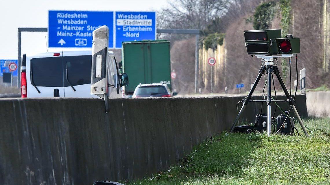 Unangekündigte Geschwindigkeitsmessung der Verkehrspoliozei auf der A66, unmittelbar vor der Ausfahrt Wiesbaden Erbenheim. ©2018 Volker Watschounek