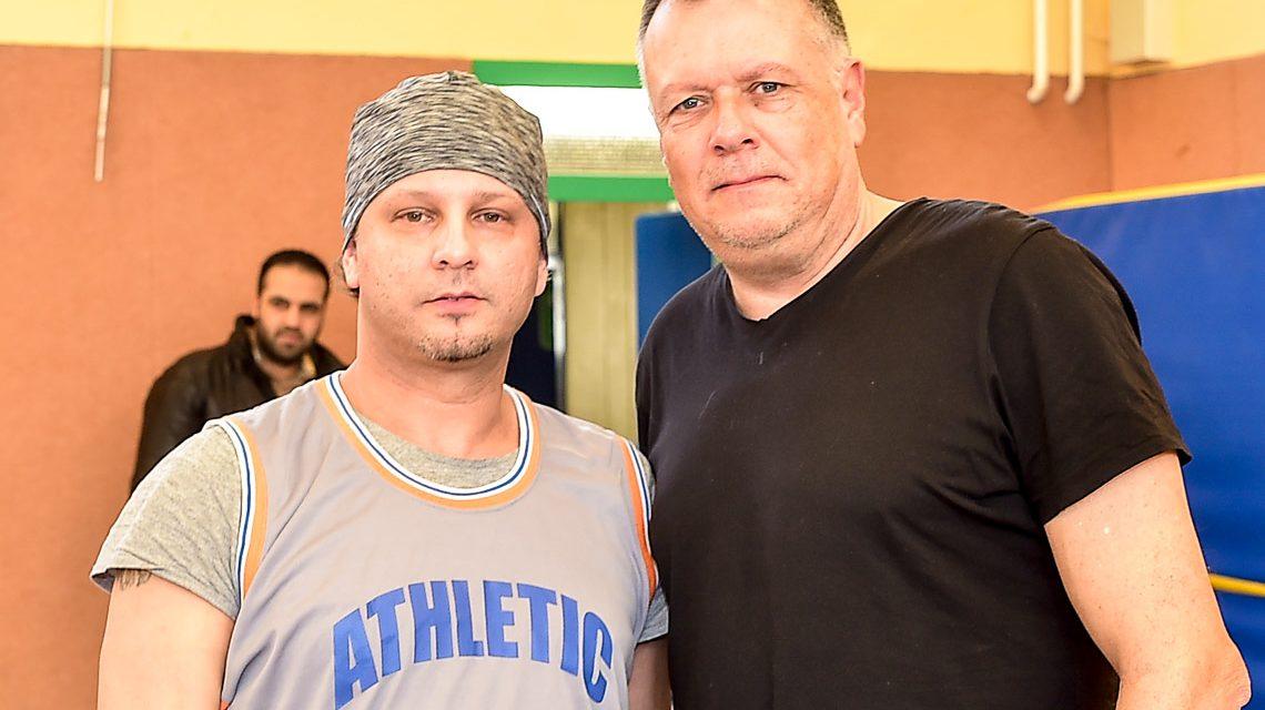 Sport-Coach Michael Medoch mit Coach Benaleten Mohamed. ©2017 Volker Watschounek