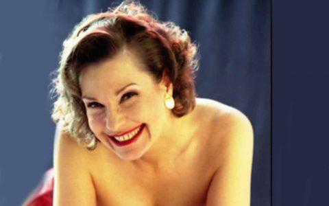 Claudia Garbo interpretiert schwungvolle Jazz Songs aus der Ära des Swing und ausgewählte Latin-Songs. ©2018 Claudia Garbo