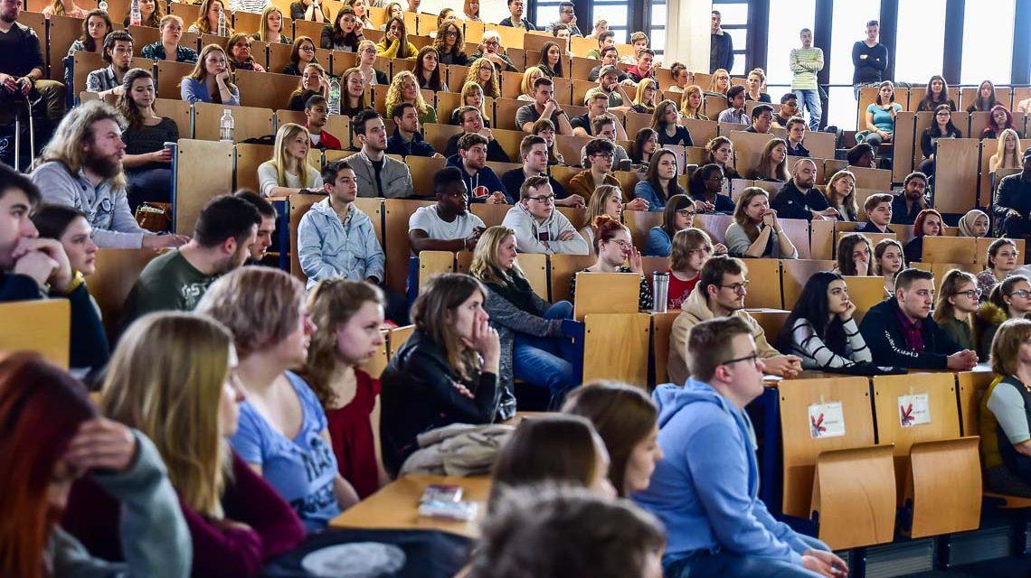 Hochschule RheinMain: Volles Haus im Audimax