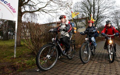 Das Schulkinder auf dem Weg zur Schule mit dem Fahrrad fahern in der Stadt völlig normal. ©2018 European Cyclists' Federation / Flickr / CC BY 2.0