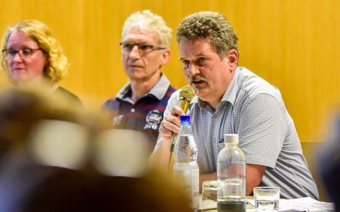 Die bisherigen Antworten von Ortsvorsteher Urban Egert, SPD, stellen die AG Hafenschule nicht zufrieden.