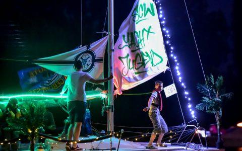 Der Boots-Korso beim 70 Schiersteiner Hafenfest. Da wurde auch getanzt und gefeiert. ©2018 Volker Watschounek