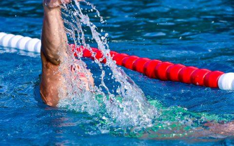 Meisterschwimmkurs im Opelbad mit Folkert und Jutta Meuuw. ©2018 Volker Watschounek