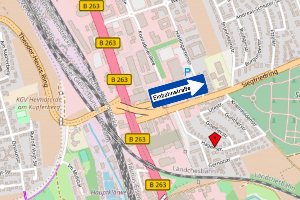 Geänderte Straßenführung auf dem Siegfridring. ©2018 Fotomontage Material OpenStreetMap und Strassenschilder