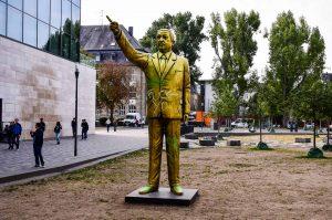 Türkische Präsiodent Erdogan als Statue auf dem Platz der deutschen Einheit in Wiesbaden. ©2018 Volker Watschounek