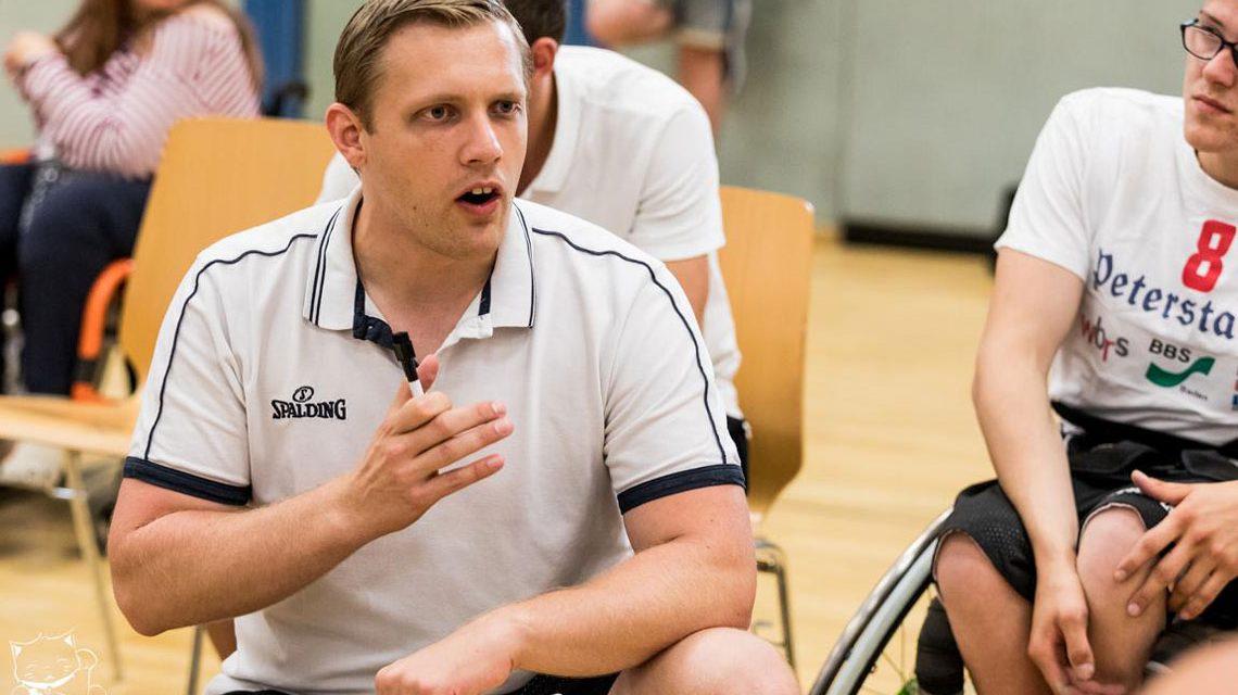 Der neue Head-Coach der Rhinos Sven Eckhardt im Einsatz. ©2018 Volker Watschounek