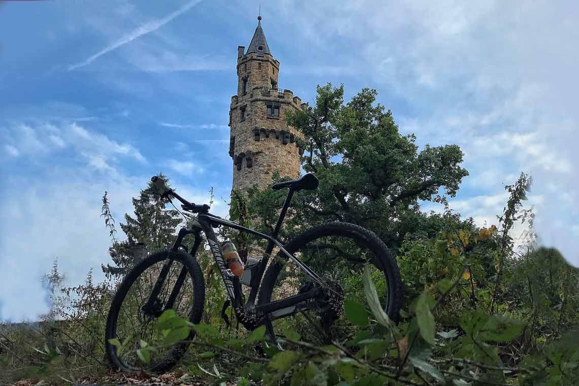 Vor allem Mountain-Biker kennen den Schläferskopf. Doch wer sich die letzte Monate dort hin durchgestrampelt hat ... hat hoffentlich sein eigenes Wasser dabei. ©Peter Wehner