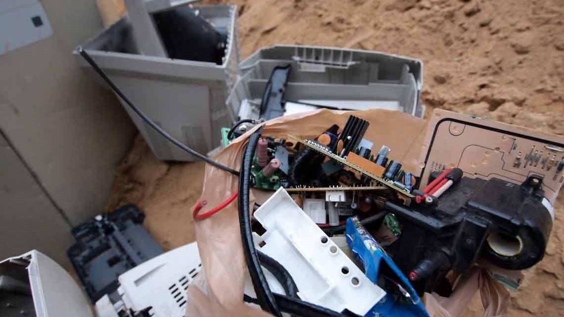 Elektroschrott entsorgen und weg damt. ©2018 Wolfram Eberius / Flickr / BY-ND-2.0