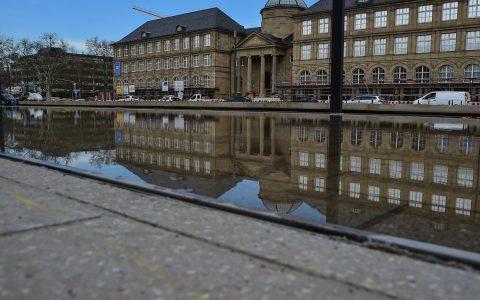 Gelten die Pläne oder gelten sie nicht. Wie siehrt der Museumsvorplatz morgen aus? ©2018 Volker Watschounek