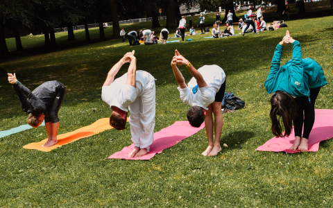 Yoga im Park. ©2018 Lilian White / Flickr / CC-BY-2.0