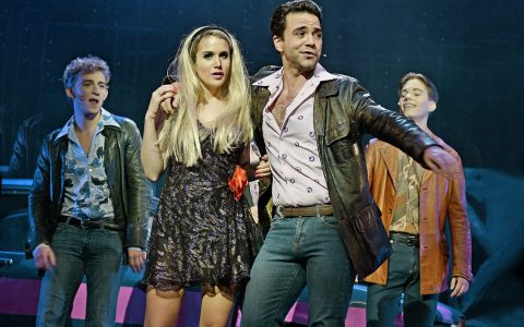 "David Rothe, Lisa Krämer, Normann Hofmann und Nils Hausotte in ""Saturday Night Fever"" im Staatstheater Wiesbaden ©2018 Andreas Etter"