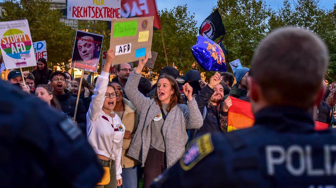 Friedlicher Protestmarsch gegen Rechts in Wiesbaden