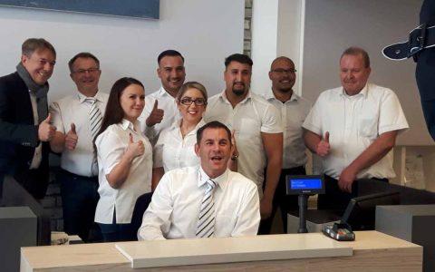 Das Team der Mobilitätszentrale von ESWE Verkehr mit dem Oberbürgermeister. ©2018 textstark