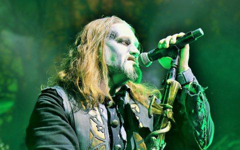 Attila, Frontman von Powerwolf zelebriert die Heavy-Metal-Messe