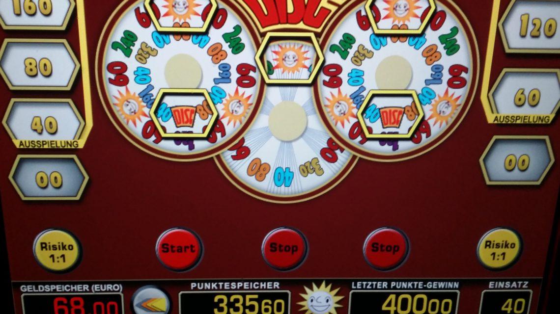 Glücksspiel Automaten in der Spielhalle gewinnen und verlieren Foto: Andreas Trojak Glücksspiel kann süchtig machen