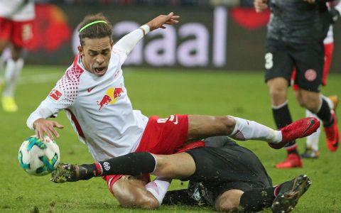 FUSSBALL - 1. Bundesliga - 09.12.2017, RB LEIPZIG vs. 1. FSV MAINZ 05, Yussuf Poulsen (LEIPZIG), Leon Balogun (MAINZ), - Foto: RENE VIGNERON © rscp-photo.eu,