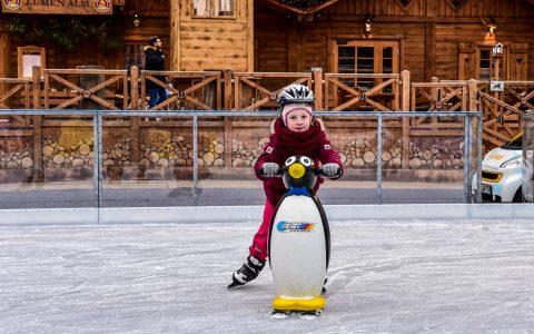 Die ESWE-Eiszeit hat wieder auf. Bis Mitte Januar sind die Nachmittage für Kinder un Jugendliche gesichert, das findet auch die 6-jährige Carlotta. ©2018 Volker Watschounek