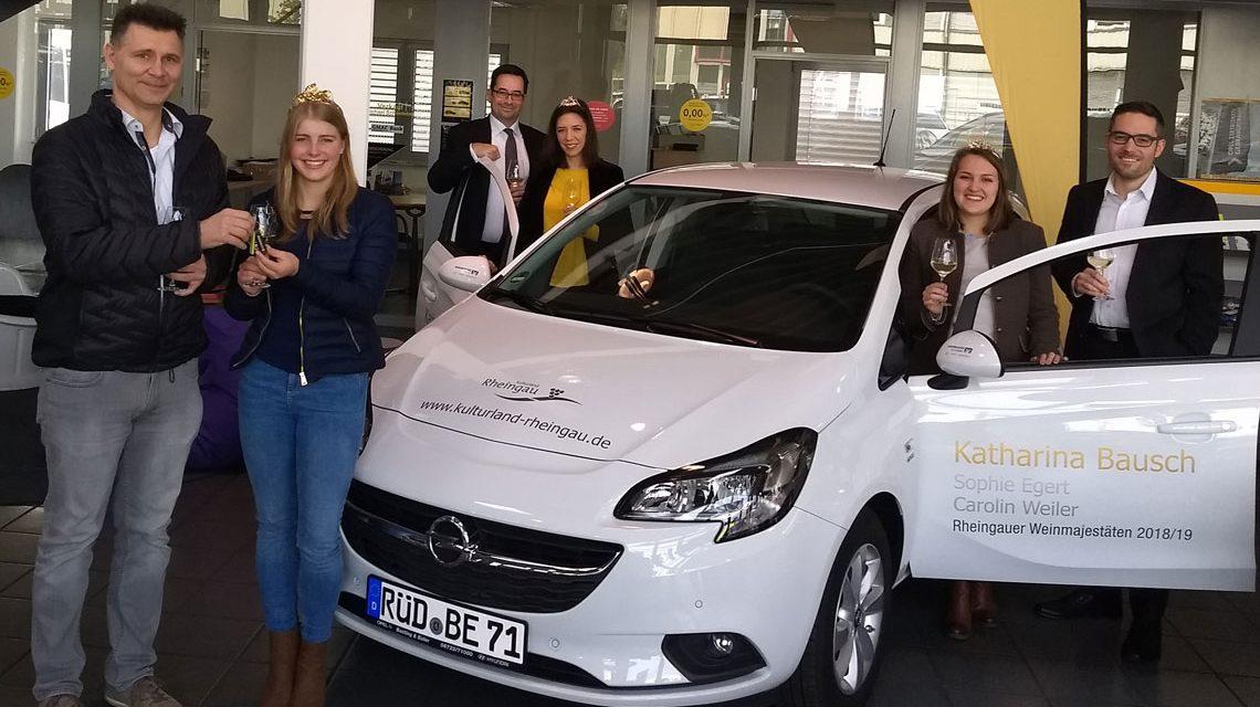 Rheingauer Weinmajestäten Katharina Bausch, Sophie Egert und Carolin Weiler bei Opel. ©2018 Pressebild