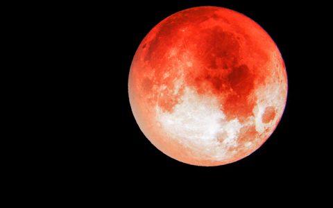 "Am Montagmorgen, den 21. Januar, leuchtet der ""Blutmond"" am Himmel. ©2019 Wetter Online"