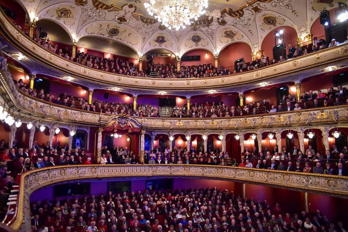 Neujahrskonzert im Hessischen Staatstheater im ausverkauften Großen Haus. © Volker Watschounek