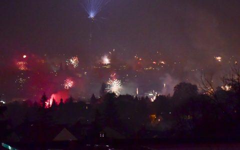Feuerwerk in und über Wiesbaden. ©2018 Volker Watschounek