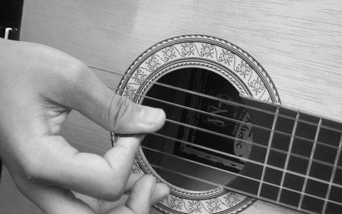 Gitarre spielen, Gitarre lernen ©2019 Rufino / Flickr / CC BY-SA 2.0