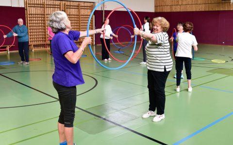 Freizeitsportkurs der Statt Wiesbaden, Bewegen und fit halten ohne Vereinsbindung in Wiesbadneer Einrichtungen. ©2017 Volker Watschonek