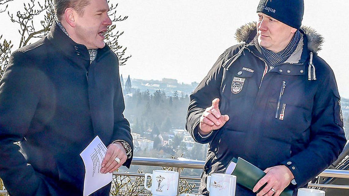 Sven Gerich und Thomas Baum kurz vor Eröffnung des Opelbads im Sommer 2018. ©2018 Volker Watschounek